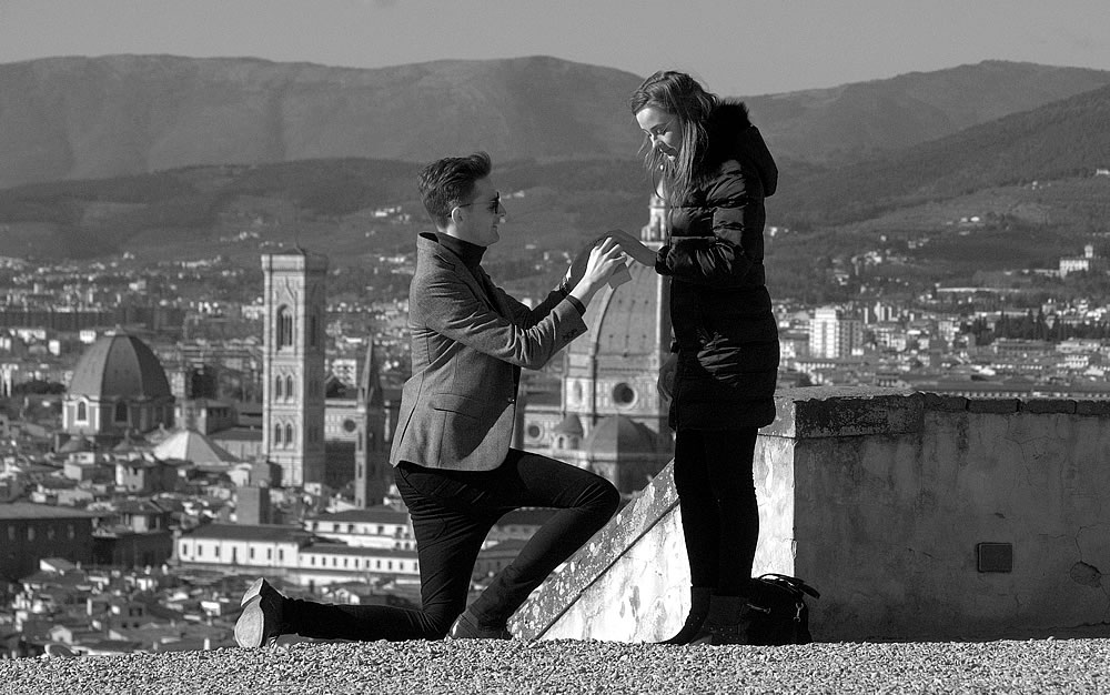 Dream proposal an engagement in Florence Tuscany by italian wedding photographer